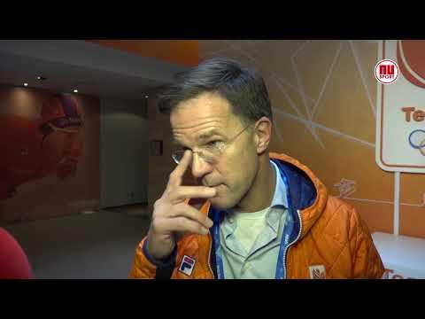 Mark Rutte zit met stijve nek op tribune bij Ireen Wüst