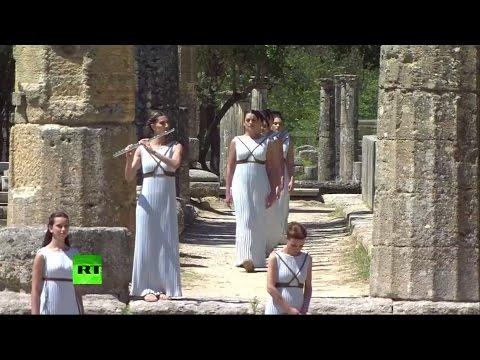 Огонь летних Олимпийских игр-2016 зажигают в Греции