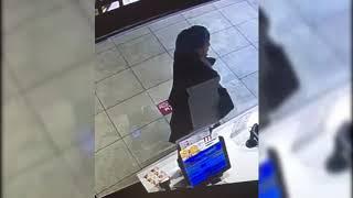 В Иркутске разыскивают женщину, расплатившуюся чужой картой в магазинах и кафе