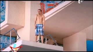 Cosmin Seleşi îl provoacă pe Mikey Hash să sară în apă de la o înălţime de zece metri