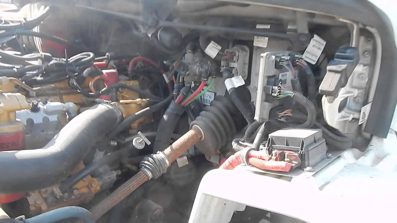 maxresdefault 2007 freightliner business class m2 26' box truck youtube freightliner fuse box at bayanpartner.co