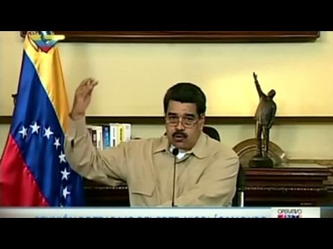 Venezuela: Maduro signs