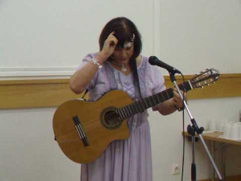 Dévai Nagy Kamilla több nyelven énekel