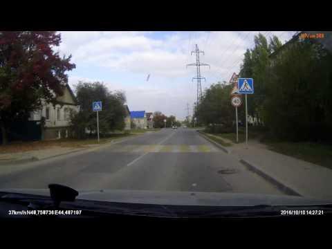 Дорожный знак Пешеходный переход загораживает группу знаков