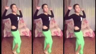 Танец попой