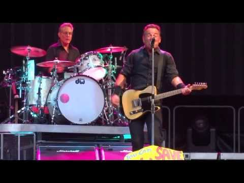 Bruce Springsteen - London, Wembley 2013-06-15 Radio nowhere + Save my love multicam mix