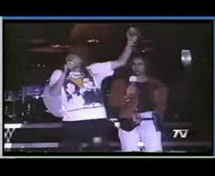 Axl Rose threatens a crowd that threw a bottle at him