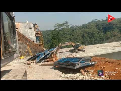 Update TIANG TERTINGGI PROYEK KERETA CEPAT JAKARTA - BANDUNG #shorts #kcic #jembatan #terowongan