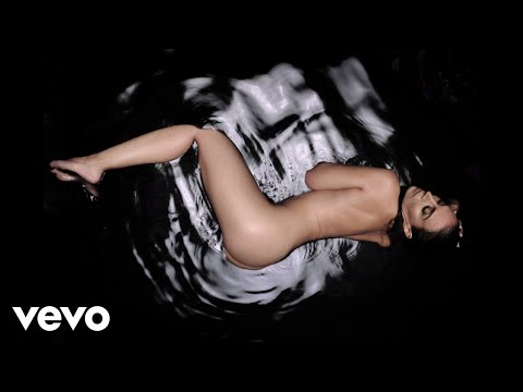 Monica Naranjo presenta el sensual videoclip del tema Doble Corazón