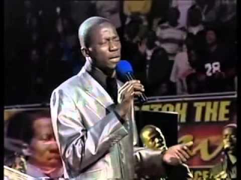 Apostle Vutabwashe Singing Chinyarara Mwoyo Wangu