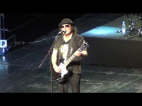 Slade  Cum On Feel the Noize   at Crocus City Hall, Moscow 19112013