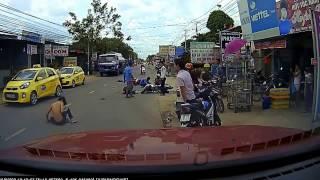 [SÀI GÒN COM] Camera hành trình quay cảnh tai nạn giao thông