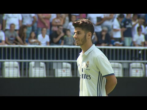 Marco Asensio se luce con el balón en su presentación