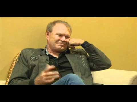 Country music singer Glen Campbell talks about John Wayne ...