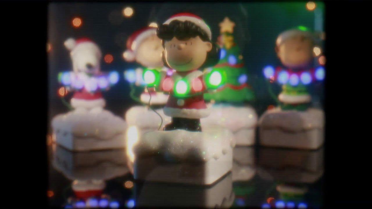 Peanuts® Gang Christmas Light Show Goes Retro - YouTube
