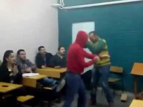 Türkische schüler singen im unterricht