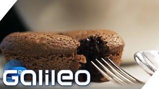 So gelingt der Chocolate Lava-Cake | Galileo | ProSieben
