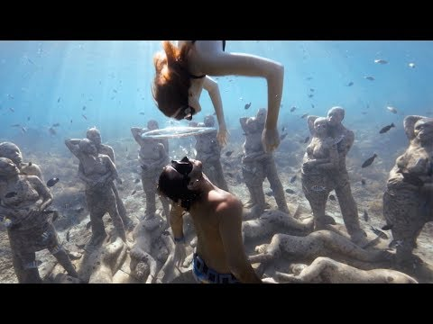 Couple Kiss Through Bubble Ring During Dive