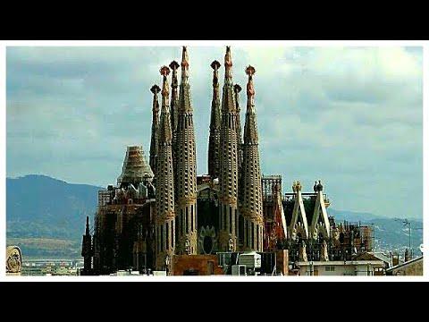 Barcelona 39 s sagrada fam lia gaud 39 s cathedral spain for Gaudi kathedrale barcelona