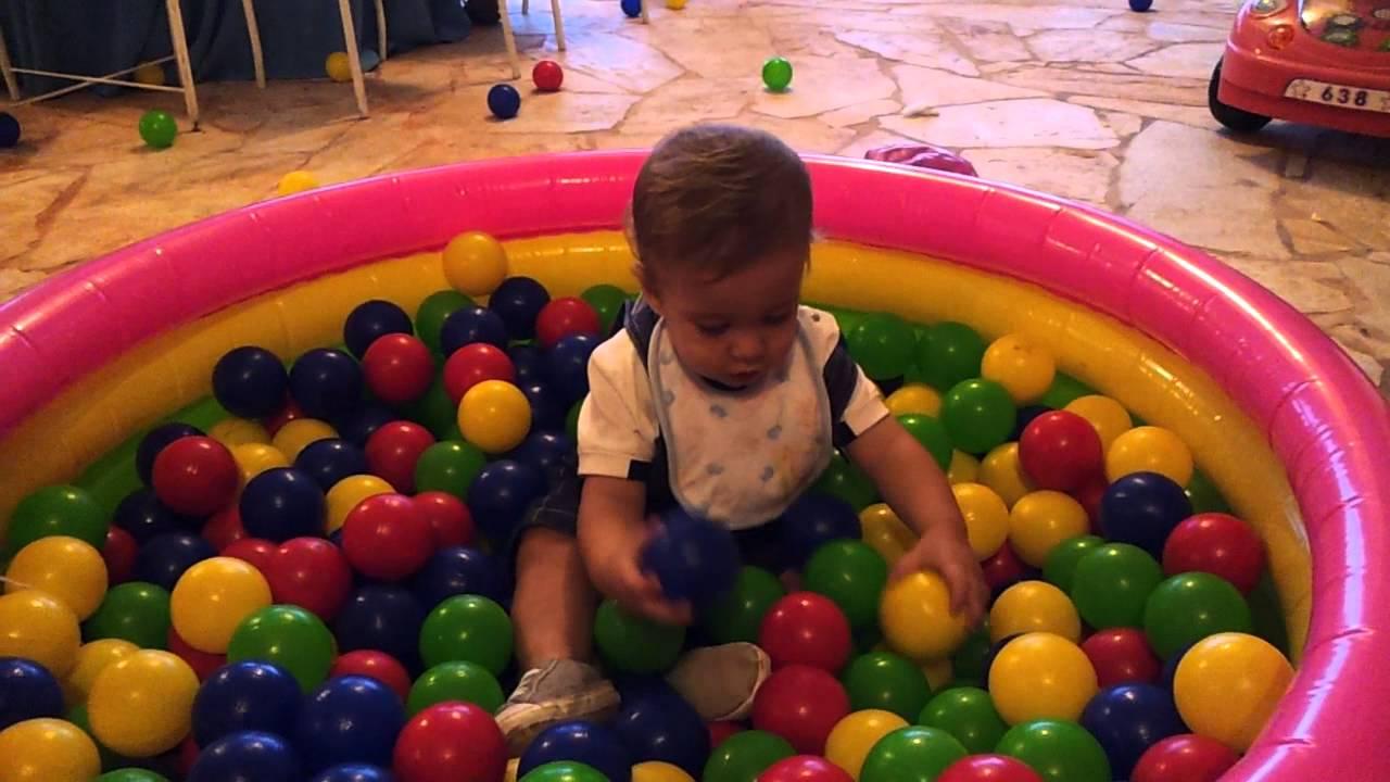 Nella piscina di palline youtube - Piscina palline ikea ...