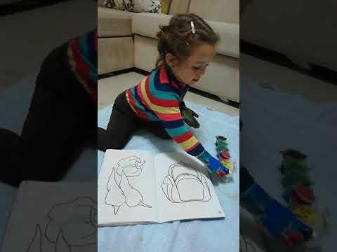 El Boyama Oyunları Elimizin Tamamını Boyayıp Resim Defterine Elimizi
