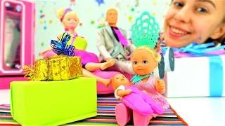Куклы и игрушки для девочек: Барби и подарки на новый год. Новогодние видео про игрушки на ютуб(Мамы и дочки, #куклы и игрушки для девочек – все готовят #подарки на #новыйгод! #Куколка Барби, конечно, тоже..., 2016-11-30T08:52:45.000Z)