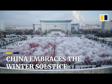 Northeast Chinese hurl hot water into the ice-cold air to celebrate winter solstice