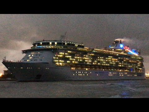 8 ships Set Sail from Port Everglades