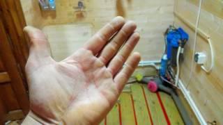 видео Теплый пол на деревянный пол/по лагам: как сделать водяные, электрические теплые полы