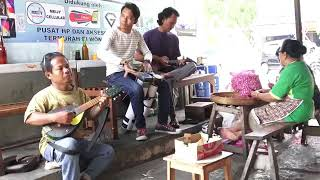 Download Pengamen kendang peralon kreatif nyanyiin lagu Mp3