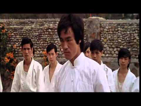 Сцена поединка Брюса Ли с Охарой (Остров дракона 1973)