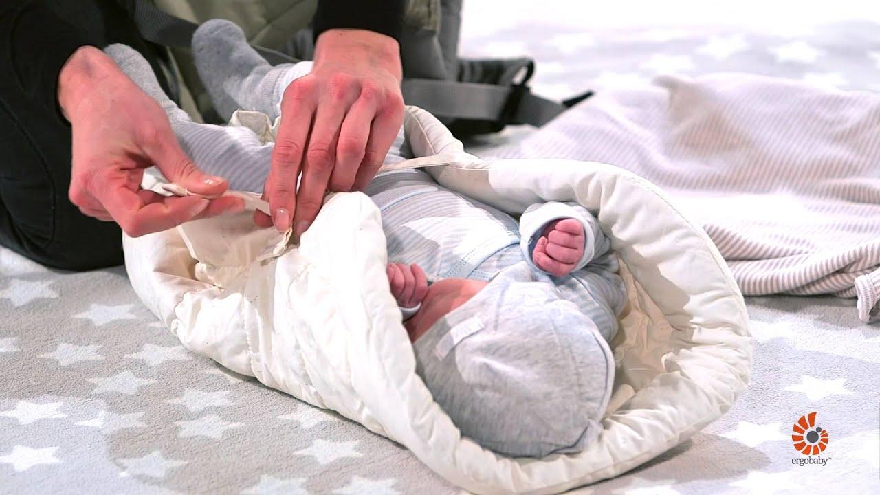 ergobaby 360 carrier anleitung bauchtrageweise mit neugeborenen einsatz methode im stehen. Black Bedroom Furniture Sets. Home Design Ideas
