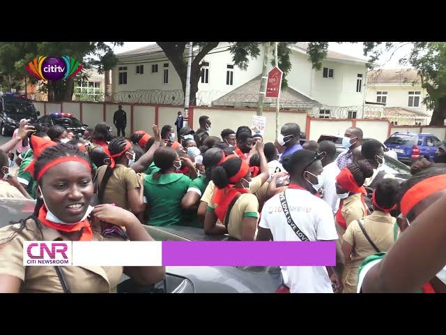 Some 2018 graduate nurses besiege Health Ministry to demand postings   Citi Newsroom