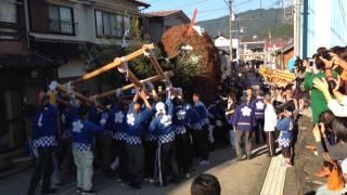 愛媛県で一番小さな町、松野町の秋まつりです。その中で行われる、神輿v...