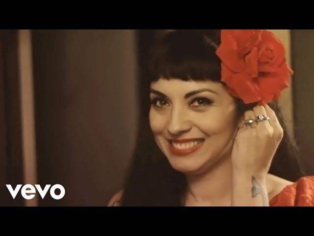 Mon Laferte - Mi Buen Amor (Video Oficial) ft. Enrique Bunbury