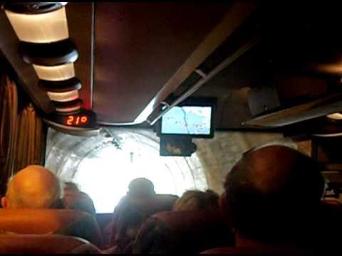 In de bus door één van de vele tunnels naar Liechtenstein.