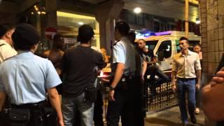 香港警察遇黑人即笠水 被黑人兇返轉頭 part 2