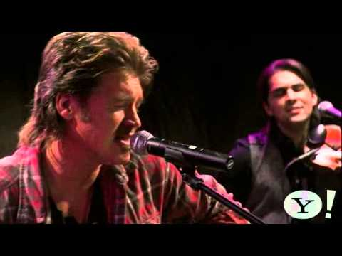"billy-ray-cyrus-performs-""runway-lights""---ram-country-on-yahoo!-music"