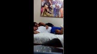 Жена пыталась разблокировать iPhone мужа пока он спит