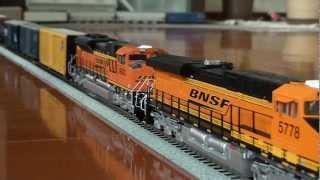 HO BNSF GEVO#5778 & ACE#9303 haul jeneral freight in my home.