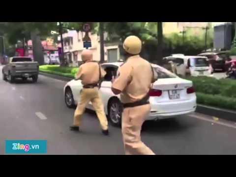 CSGT nổ súng khống chế tài xế ôtô điên tại Sài Gòn 2015   Clip HOT