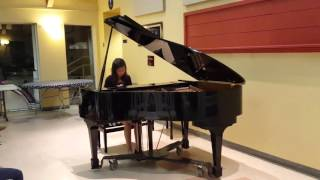 Prelude of J.S.Bach performed by Candice Tang