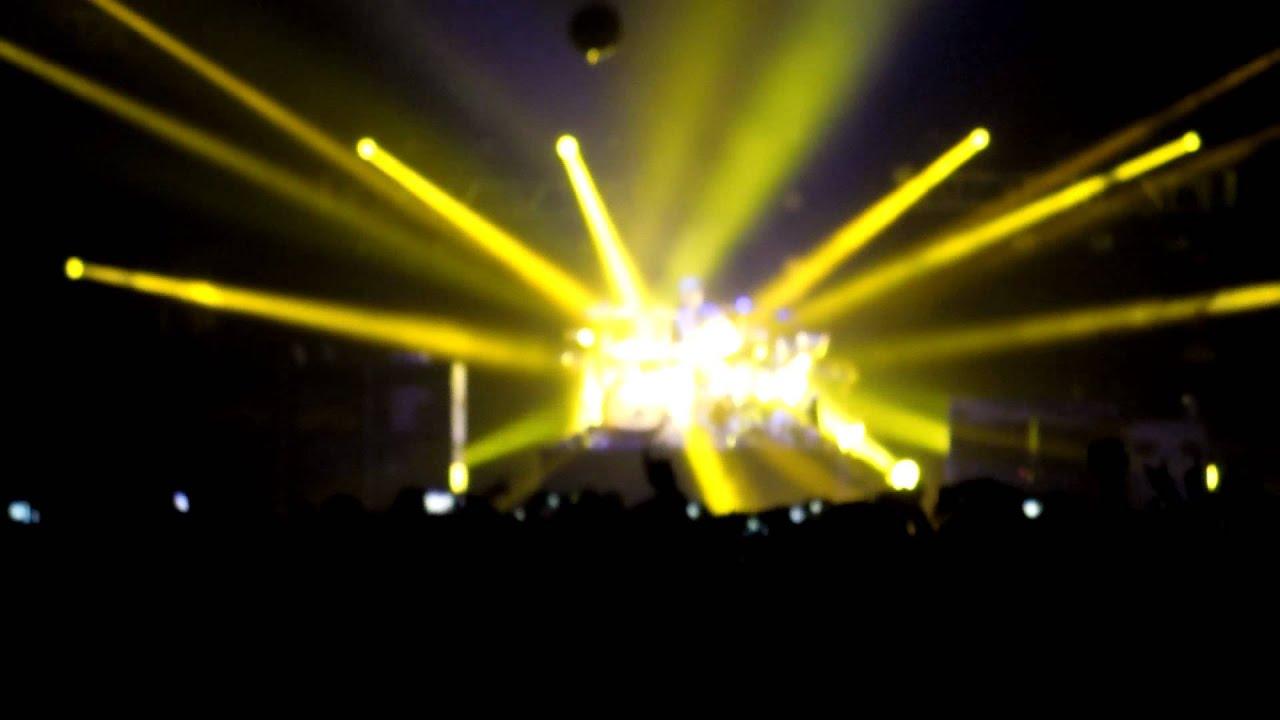 Blink 182 - Travis Barker drum solo - live in Berlin, Germany (30.6.2012) HD