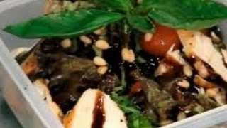 Салат из куриных стейков и зелени