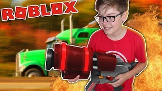 I DESTROYED a TRUCK in Roblox! - Destruction Simulator Part 2