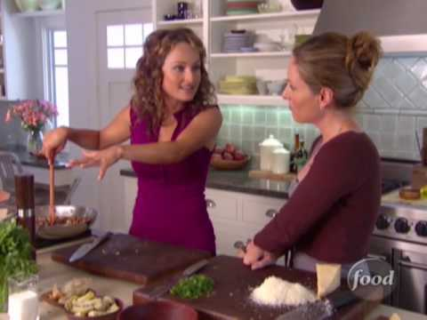 How To Make Giada's Quick Thimble Pasta With Sauce | Food Network