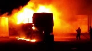 Se incendió un camión en una empresa de transporte