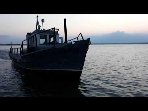 Браконьеры г.Камень-на-Оби.ловят тралом в запретном для лова рыбы месте.