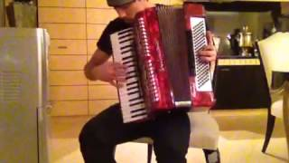 Дима Билан играет на аккордеоне