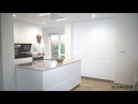 Cocina moderna blanca con isla de ensue o sin for Cocinas modernas youtube